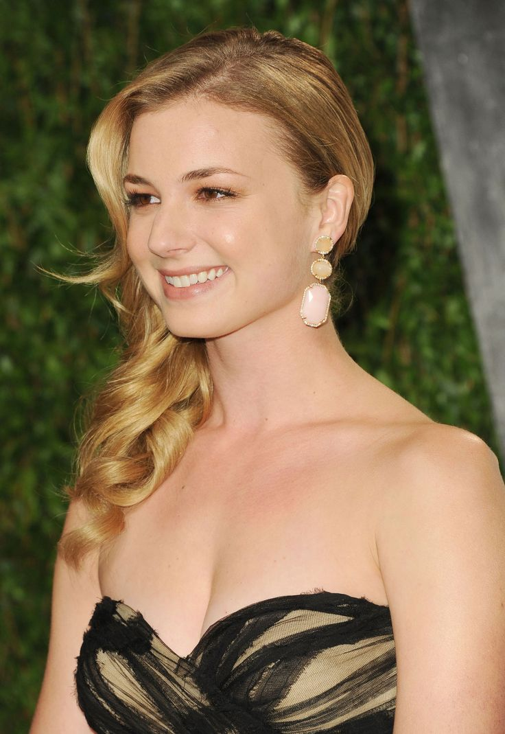 Emily VanCamp | Emily VanCamp at 2012 Vanity Fair Oscar Party at Sunset Tower