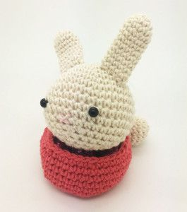 Conejo Amigurumi con chocolates. Amigurumi Bunny with chocolates for easter