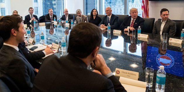 L'image du jour : Donald Trump rencontre les géants de la Silicon Valley autour d'une table - http://www.frandroid.com/culture-tech/398107_limage-du-jour-donald-trump-rencontre-les-geants-de-la-silicon-valley-autour-dune-table  #Amazon, #Apple, #Culturetech, #Google, #Intel, #Microsoft