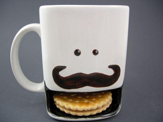 Geschenkidee: Tasse mit Moustache und Cookie-Halter // cup by Dreamceramics via DaWanda.com / 17€