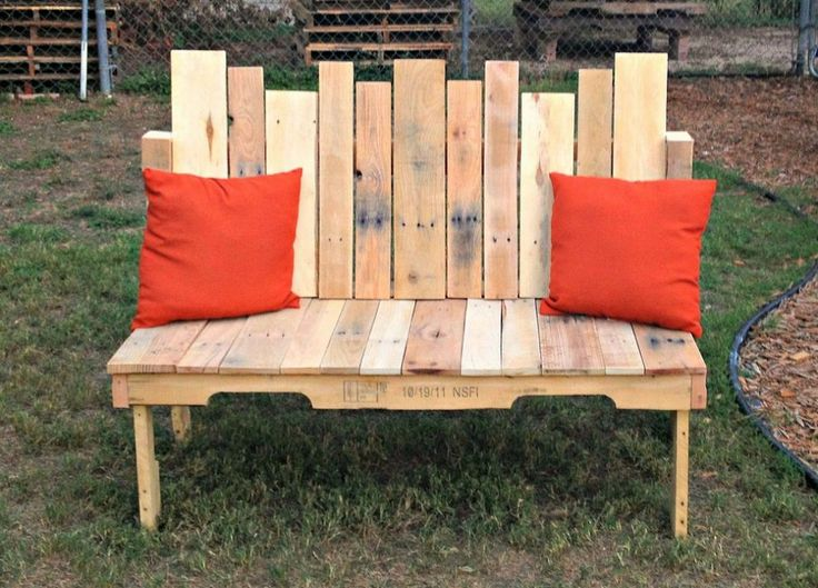 Hometalk :: Upcycled Pallet Wood Bench