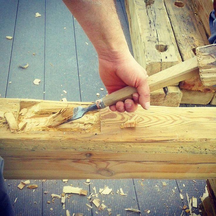 """Projekt Stara Belka"" Dłutowanie tradycyjnych połączeń ciesielskich.#beam#old#terrace#world#patio#oldbeams#destroyed#wood#carpenter#roof#pergola#joinery#carpenter#crafts#craftsman#office#vintage#Wroclaw#woodproject#woodworking#woodwork#woodworker#carving#Poland#handmade#workmanship#hardwork#vintage#history#rustic#rusticwood"