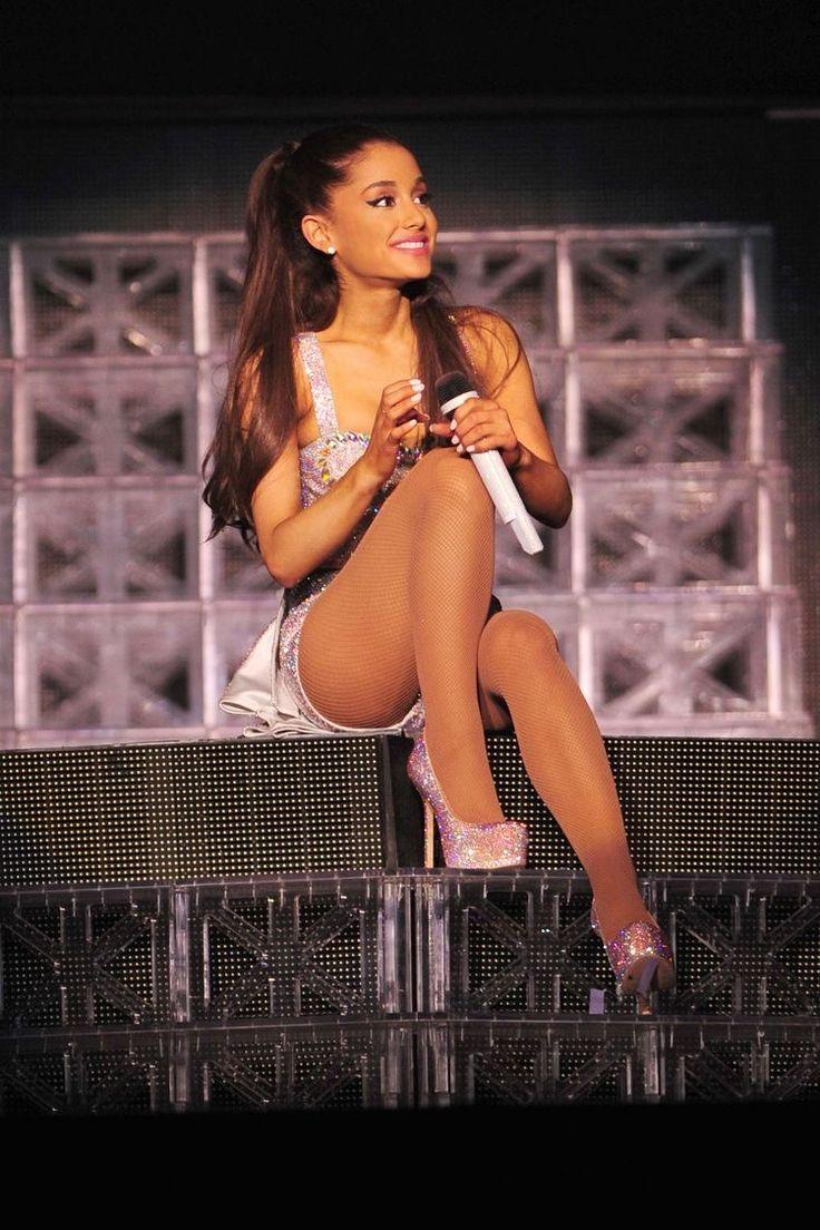 Ariana strutting her stuff at honeymoon tour #moonlightbae