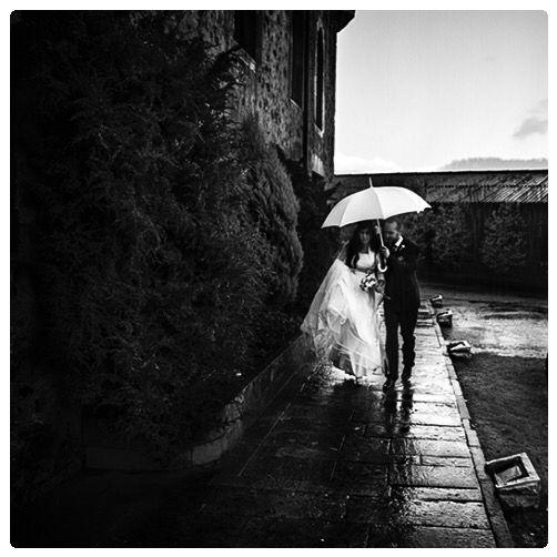 Castillo de San Cucao. Boda lluviosa, novia dichosa. @laramfoto @laramfotografos #laramfoto #laramfotografos #boda #wedding