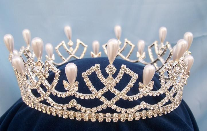 Rhinestone full Romanov Palace Crown    http://www.crowndesigners.com/en/medium-queen/princess//rhinestone-full-romanov-palace-crown/prod_446.php