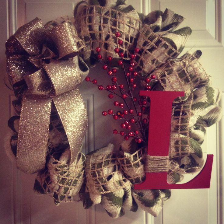 DIY burlap Christmas wreath- I kind of like this minus the letter :/