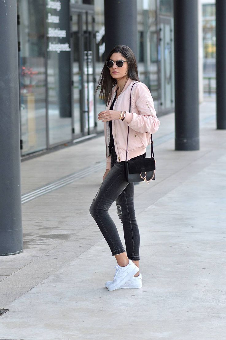 Federica L. wears the bomber jacket in a pretty shade of pale pink, capturing casual and feminine vibes in her every day outfit. Jacket: OutfitBook, T-Shirt: Zara, Jeans: Mango, Trainers: Air Force One.