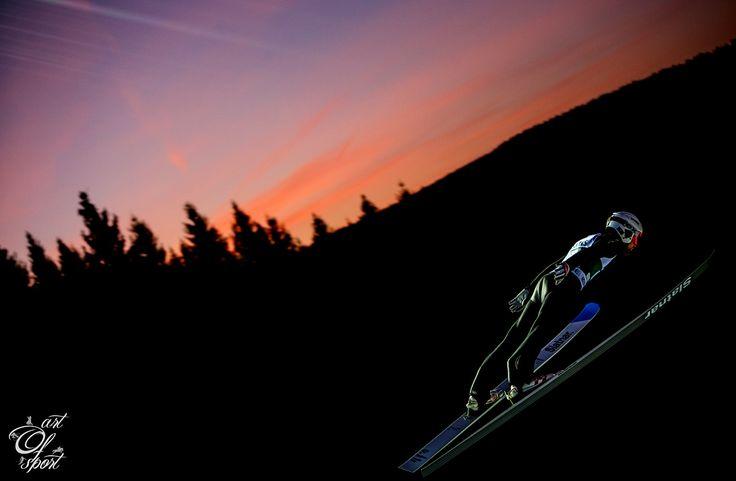 Jelikož můstky v Harrachově jsou v čím dál horším stavu a návrat skokanů do Krkonoš je proto ve hvězdách, vyrazil jsem na Světový pohár ve skocích na lyžích do německého Klingenthalu....