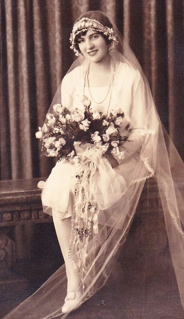 +~+~ Vintage Photograph ~+~+  Beautiful Young bride married on June 7, 1928 at eighteen years old.