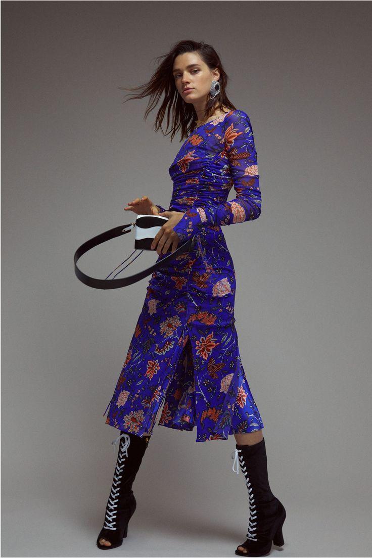 The complete Diane von Furstenberg Resort 2018 fashion show now on Vogue Runway.