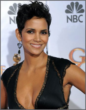 Halle Berry: Diy Hanging, Chains Headbands, Hall Berries, Beautiful Hall, Berries Hot, Beautiful Women, Halle Berry, Beautiful People, Haircuts Colors