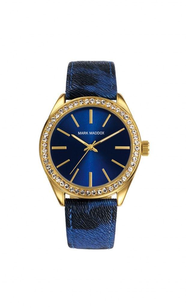 Luce a la moda y da un toque elegante a tu andar.   Reloj tres agujas con incrustaciones en el bisel y caja con acabado IP Dorado. Cierre de hebilla y correa color azul. Cristal mineral e impermeable 30m (3ATM).