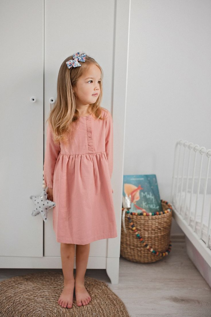 Little lady. Girls Bedroom. Classic dress. Hairbow. Hairaccessories. Long hair. Hairstyle.