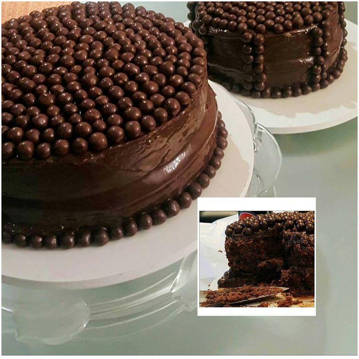 """146 curtidas, 11 comentários - Boletthone (@boletthone) no Instagram: """"Bolo de Chocolate todo recheado e coberto de brigadeiro.... delícia! 🍰🎂🔝❤ #bolodenozes #fiosdeovos…"""""""