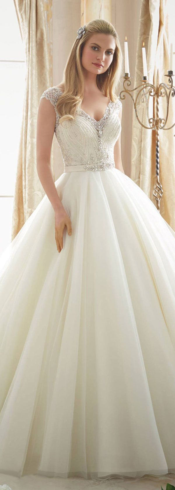 Fabulous Tulle V-Neck Neckline Ball Gown Wedding Dresses With Beaded Embroidery