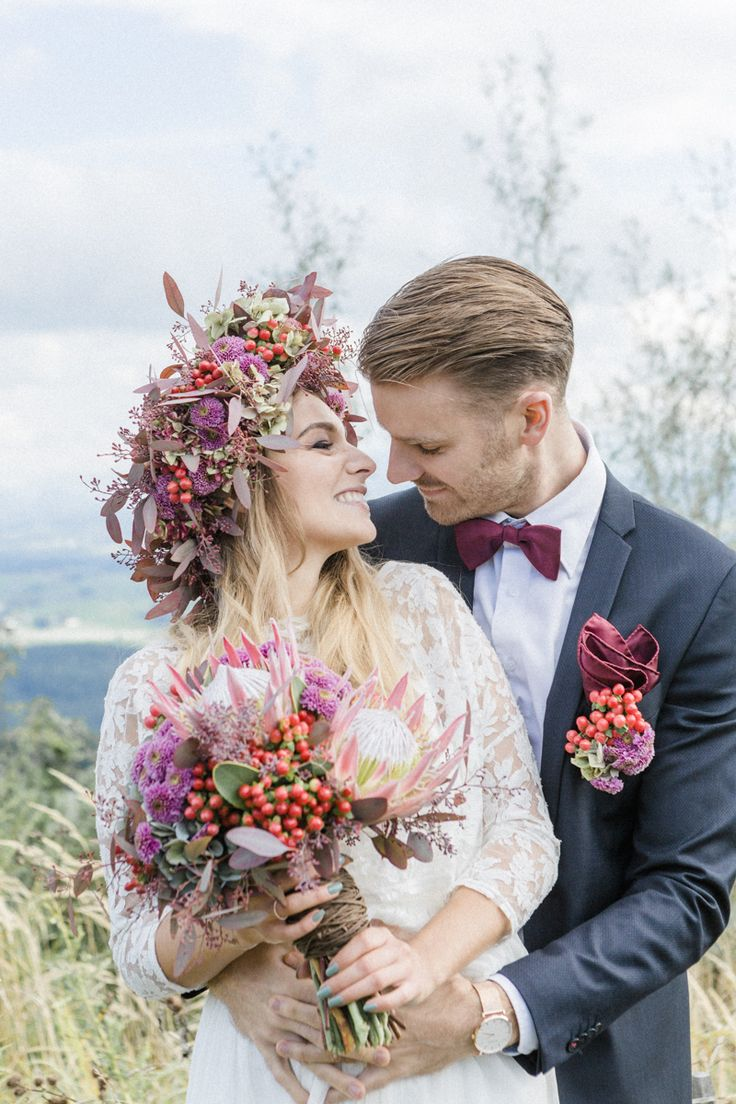Bloho Blumenkranz als BRautfrisur - Moderne Almhochzeit in Beerenfarben | Hochzeitsblog The Little Wedding Corner