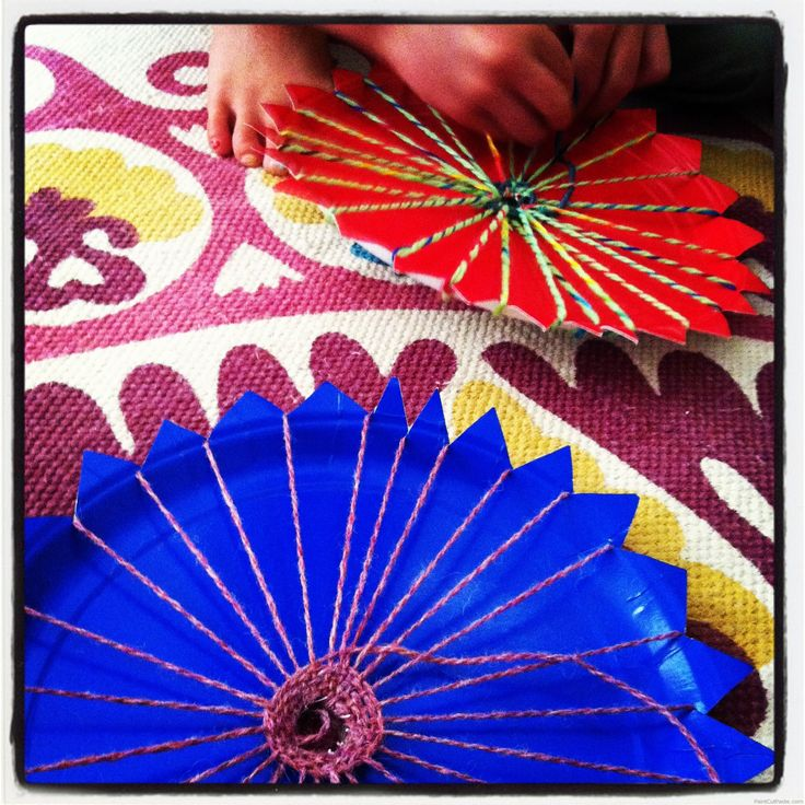 paper plate weaving: Art Therapy, Art Projects For Older Kids, Paper Weaving For Kids, Paper Plates Weaving, Reading Aloud For Older Kids, Kids Stuff, Kids Weaving Projects, Kids Crafts, Art Pintor