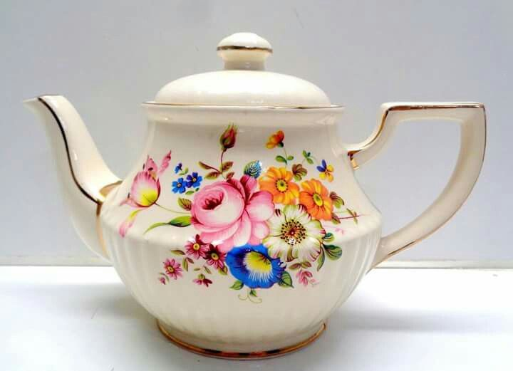 Pin by Mirian Mendes on teapots | Tea