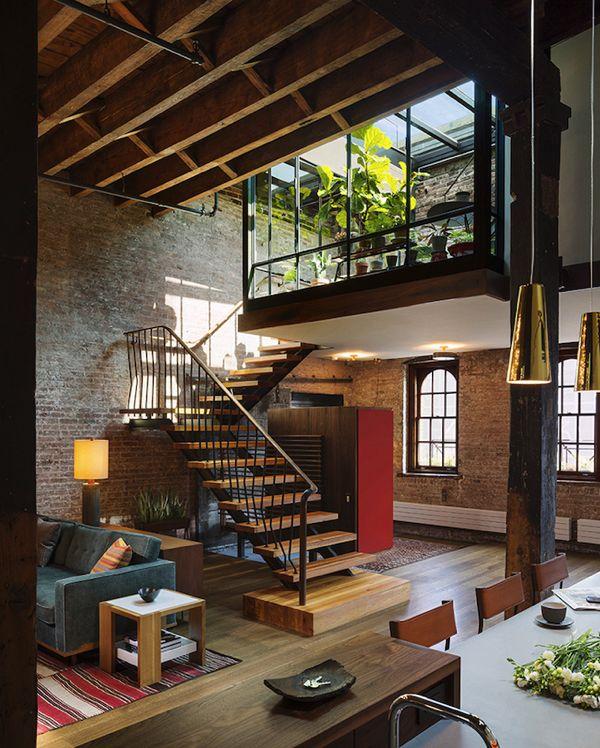 こんな家に憧れる!都会にありながらも自然と開放感に溢れるレンガの家