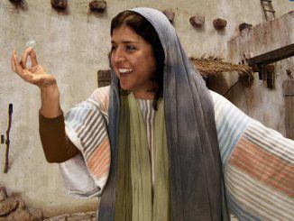 Una mujer pierde una moneda de diez que tiene, y empeñada por recuperarla, enciende una lámpara, barre la casa y la encuentra y se regocija con sus amigas. Continúa leyendo para descubrir el mensaje de Dios en esta historia.