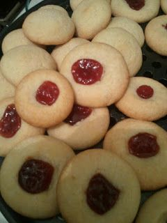 Polvrones con Pasta de Guayaba- Thumbprint cookies with Guava Paste