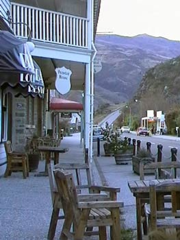 Clyde, Central Otago. Alfresco dining is popular... http://www.centralotagonz.com/wining-and-dining