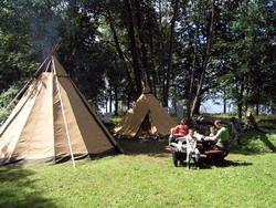 Vartorp- Bo i tipi (tält) vid Mörrumsån/Övresjön i Småland och lev ett bekvämt vildmarksliv