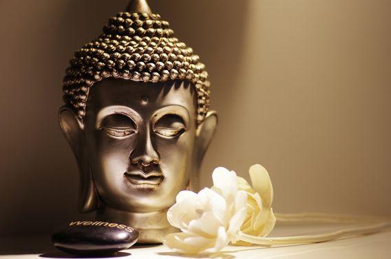Verkauft bei OhMyPrints: Buddha Kopf mit weißen Rosen