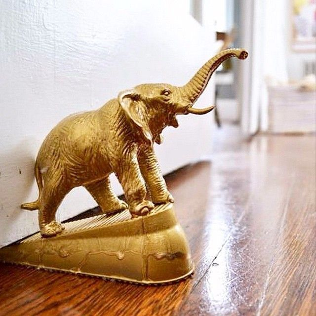 """Love this idea! Just get a boring door stop, a plastic animal & some gold spray paint! Super cute @maxmakes #mybeautifulmess"""