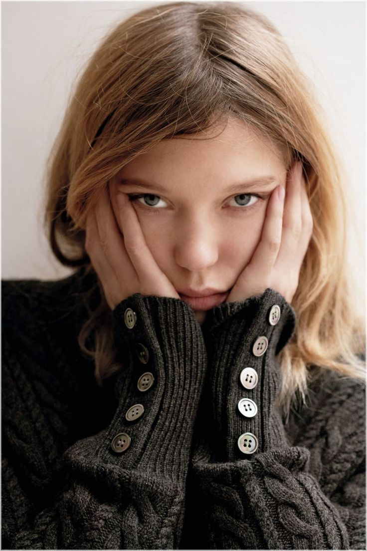 lea seydoux's knit with buttons