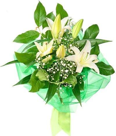 Букет состоит из лилии, салала и гипсофилы  http://www.dostavka-tsvetov.com/shop/46/desc/legkost_chuvstv