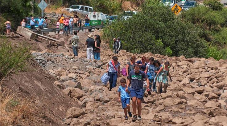 Tres muertos y 400 personas aisladas por inundaciones en Chile. febrero 2017. Cajon del Maipo