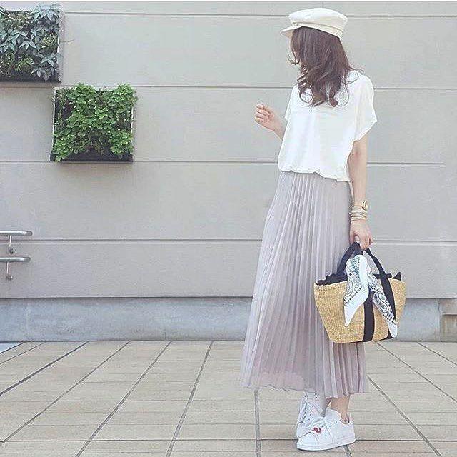 今週シフォンプリーツのホワイトも入荷しますよ✨スカートコーデは… #ユニクロスカート族 ←を付けてね。素敵なコーデがたくさんありますよ✨ * @nanapanda517 さんより 再販でやっとgetできた UNIQLO シフォンプリーツスカートのグレー 可愛い このスカート、裏地しっかりしてるとこも好きなのよね☺️ * womemシフォンプリーツスカート...¥2990円+TAX.品番:180478 * ユニジョの皆さん @nanapanda517…