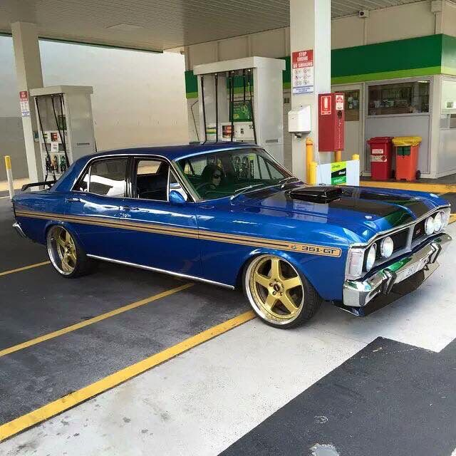 Ford Falcon XY GT. What a beauty queen!! Wow..