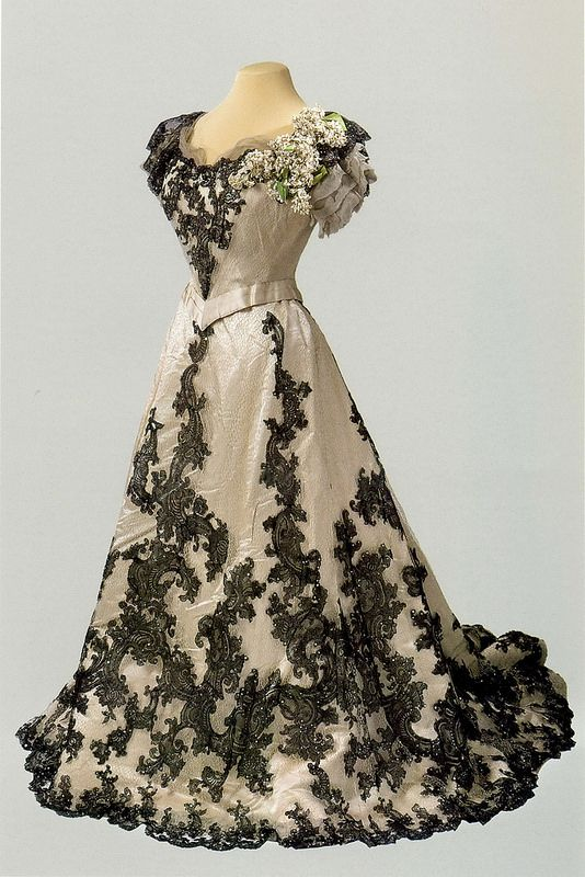 Ball gown dress of Empress Alexandra Feodorovna. 1900-1901