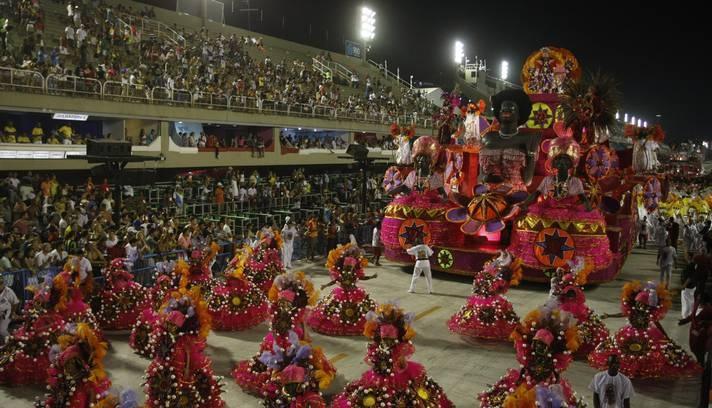 Alegria da Zona Sul homenageou o Cordão da Bola Preta Foto: Eduardo Naddar / O Globo 2013