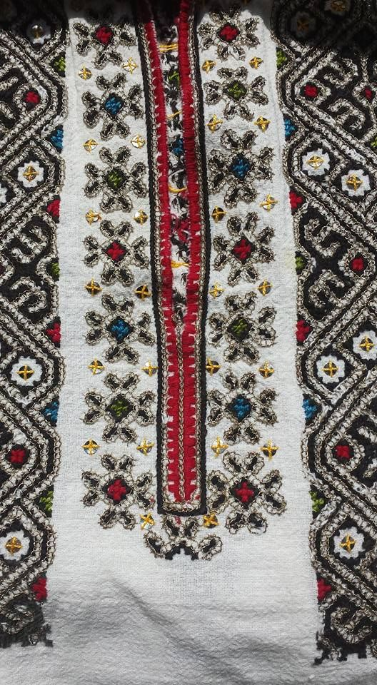Romanian blouse - ie - detail. Vrancea region. Nelu Dumitrescu collection.