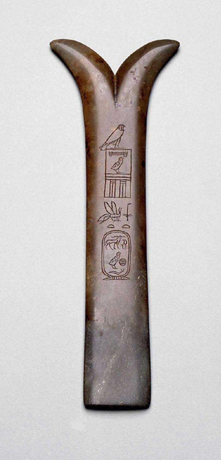 Cuchillo mágico (peseshkef) inscrito por el rey Keops. Imperio Antiguo, cuarta dinastía, el reinado de Khufu (Keops), 2551-2528 aC