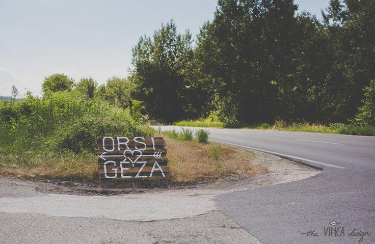 Vinca Design, France inspired wedding, wedding sign // francia esküvő, útjelző tábla
