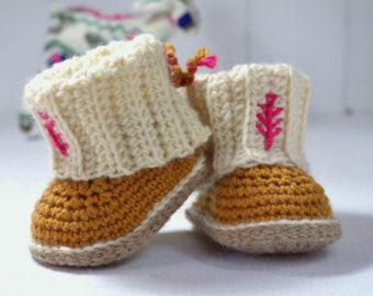 TRICOT MODÈLE bébé chaussons câble Aran par matildasmeadow sur Etsy