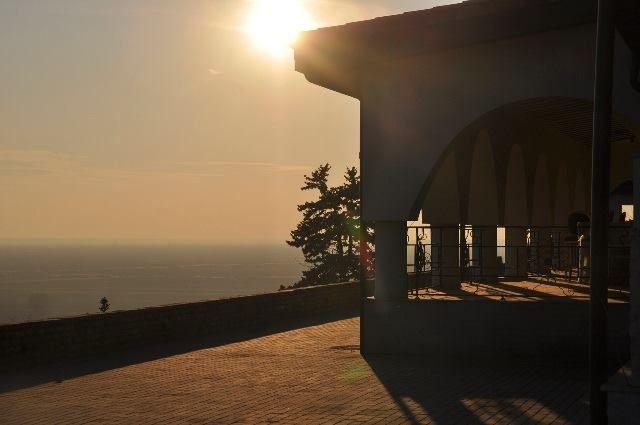 Sunset at mansion