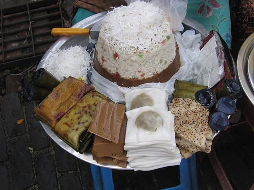 Burmese Mont Sein Paung (steamed rice cake), and Mont leik pyar (hin rice dough skins with a centre filled with jaggery and coconut, and folded in squares).