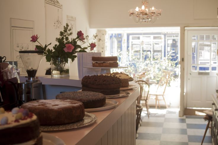 Wonderful selected leaf teas and cakes to enjoy in the traditional London neighborhood, Highgate. Not to be missed! 50, Highgate High Street