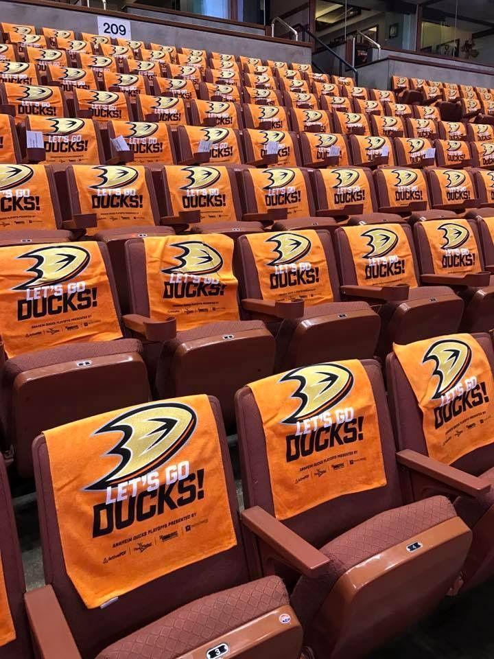Everyone is finishing their checks!! The Big Boys came to play tonight!! All the makings of a good series. #PaintItOrange #NGLDucks #LetsGoDUCKS Anaheim Ducks,Honda Center