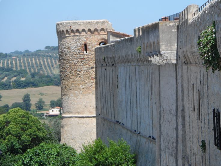 Cinta muraria che circonda il paese