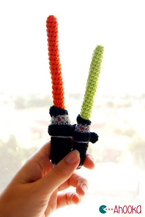 Crochet Star Wars Lightsaber - Free Amigurumi Pattern here: http://www.ahookamigurumi.com/en/crochet-star-wars-lightsaber-free-amigurumi-pattern/