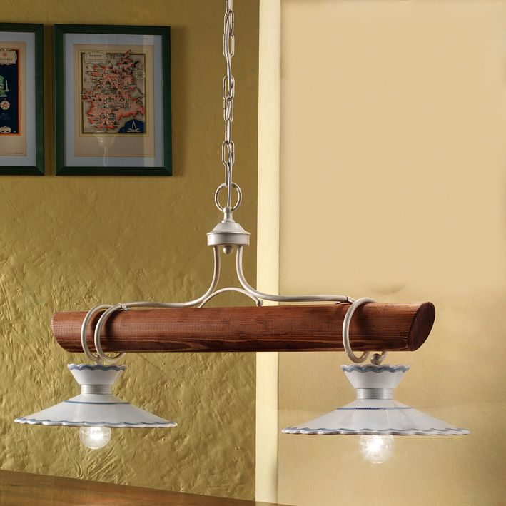 au ergew hnliche landhaus lampe mit rustikalem holzbalken und zwei oder drei lichtquellen von. Black Bedroom Furniture Sets. Home Design Ideas