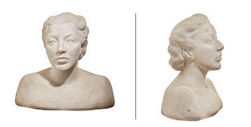 MARGARET BENT 1903 - OSLO 1984  Kvinnebyste Hvit marmor, H: 43 cm B: 45 cm D: 21 cm Signert nede bak: M. Bent