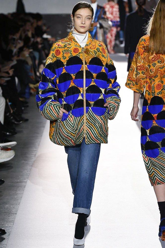 http://www.vogue.com/fashion-shows/fall-2017-ready-to-wear/dries-van-noten/slideshow/collection