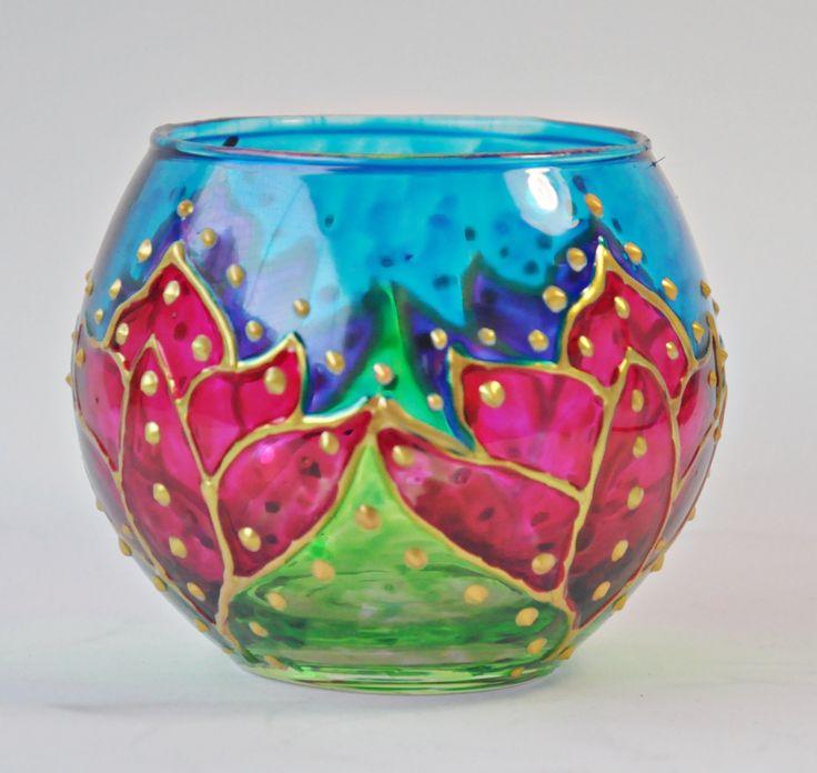 Vaso em vidro, pintado a mão com técnica vitral. Tamanho 8X10cm Ref. 0198#vitral #espiritualidade #religiao #esoterica #mandala #artesanato #luminarias #lamparinas #portavela #vidro #portaincenso #incenso #incensario #mobile #amoartesanato #designinteriores #artesanato #artesa #presentes #pinturaemvidro #decoracaocriativa #ideiacriativa #feitoamao #glass #stainglass